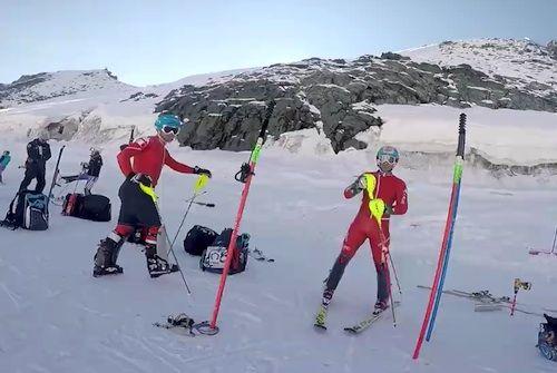 Bel tempo oggi a Saas Fee per gli slalomisti