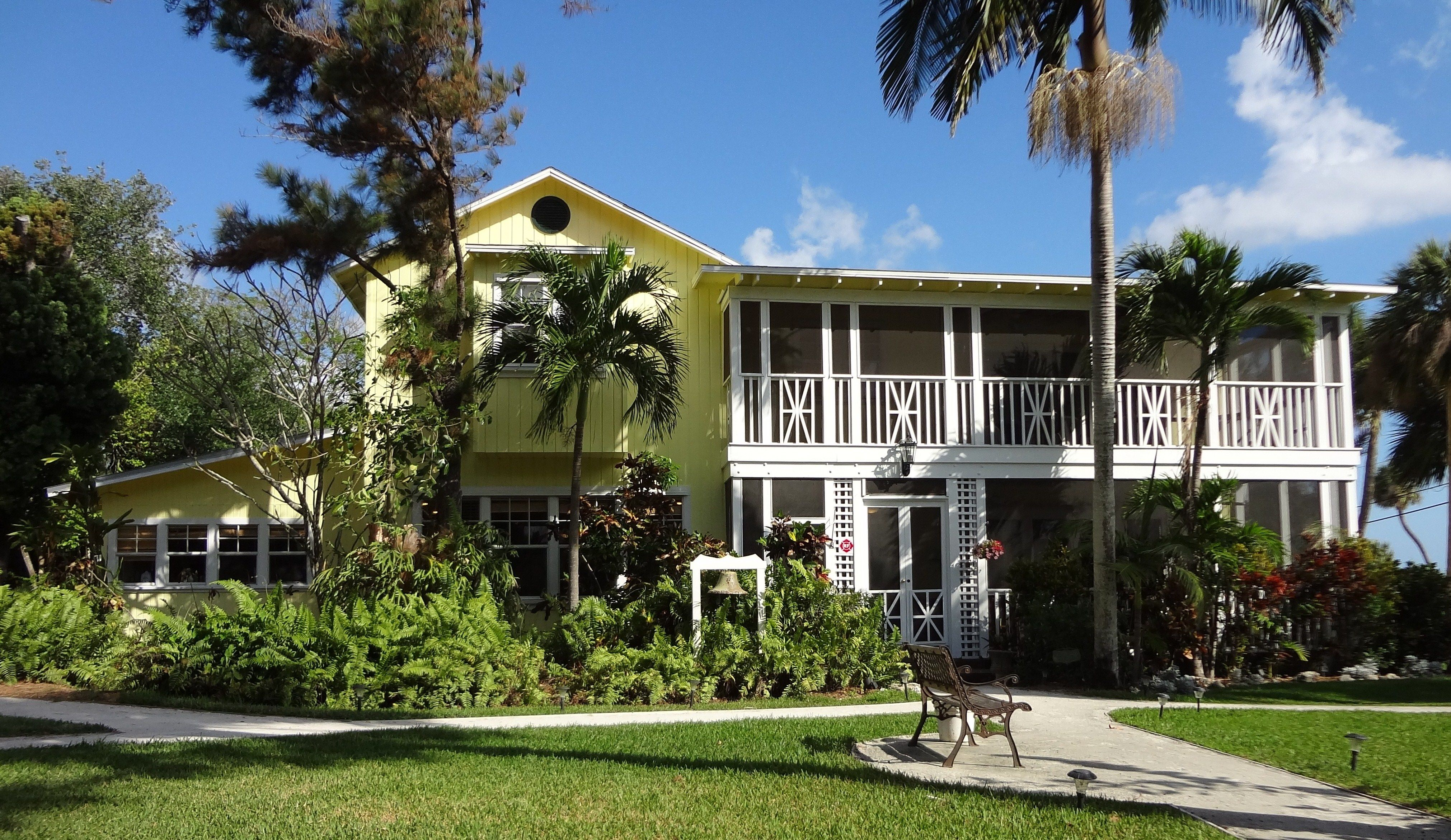 12 palms recovery center is a private dual diagnosis residential