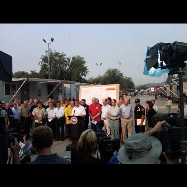 Another Presser at the Station Fire Incident Command Post with then Gov Arnold Shwarzenegger, politicos oh yeah & the incident commander at Hansen Lake Dam Park in 2009. #ca #usfs #media #angelesnf #angeles #losangeles #wildfire #wildlandfire #politics - @eneitzel- #webstagram