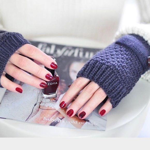 Fingerless gloves NWOT never worn, steel blue gloves. Whitney Eve Accessories Gloves & Mittens