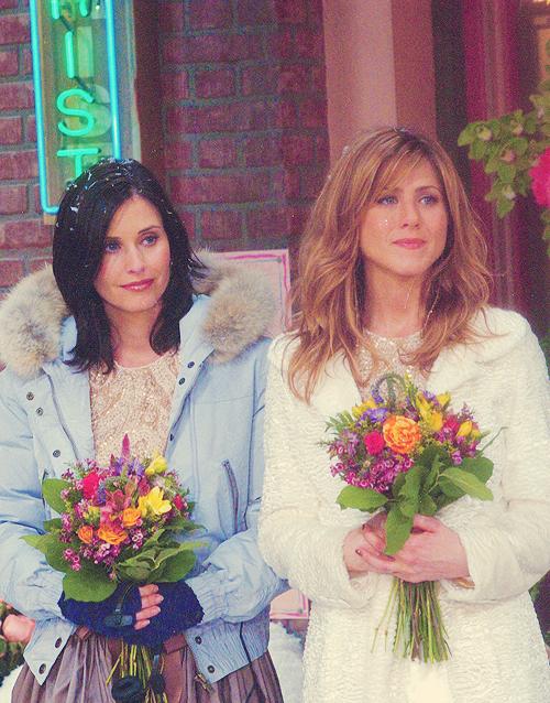 Monica Rachel As Bridesmaids In Phoebe S Wedding Jennifer Aniston Friends Tv Friends Moments