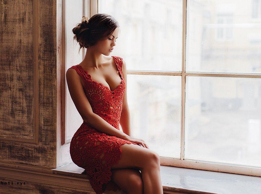 Девушка с натуральной грудью в прозрачном платье фото фото 636-405