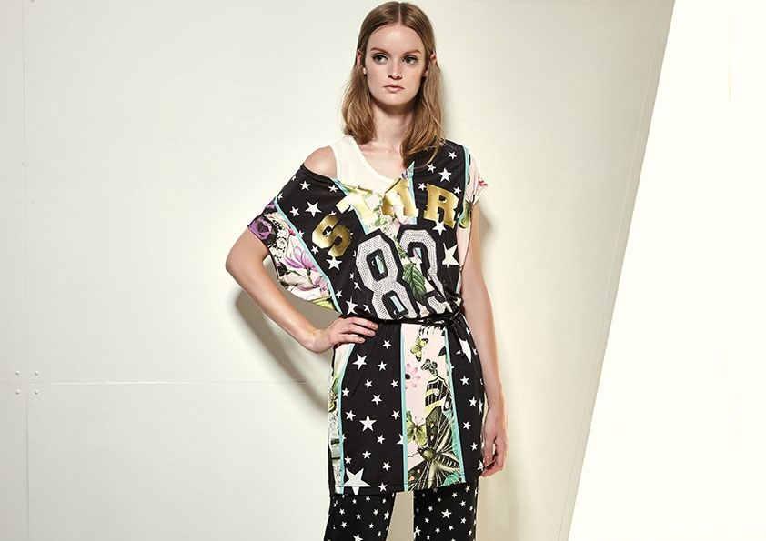 """Model wears Naughty Dog SS17 """"STAR"""" maxi t-shirt decorated with flowers & stars prints combined with matching stars-pattern pants."""