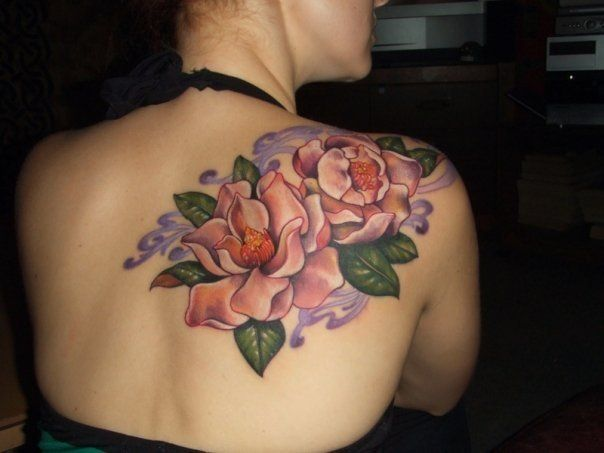 i would love to get tattooed by her some day... Hannah Aitchison flowers
