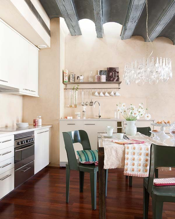 "Foto ""pinnata"" dai nostri lettori Emanuela e Fabio di CafeLab  Unique vintage details in charming Barcelona apartment"
