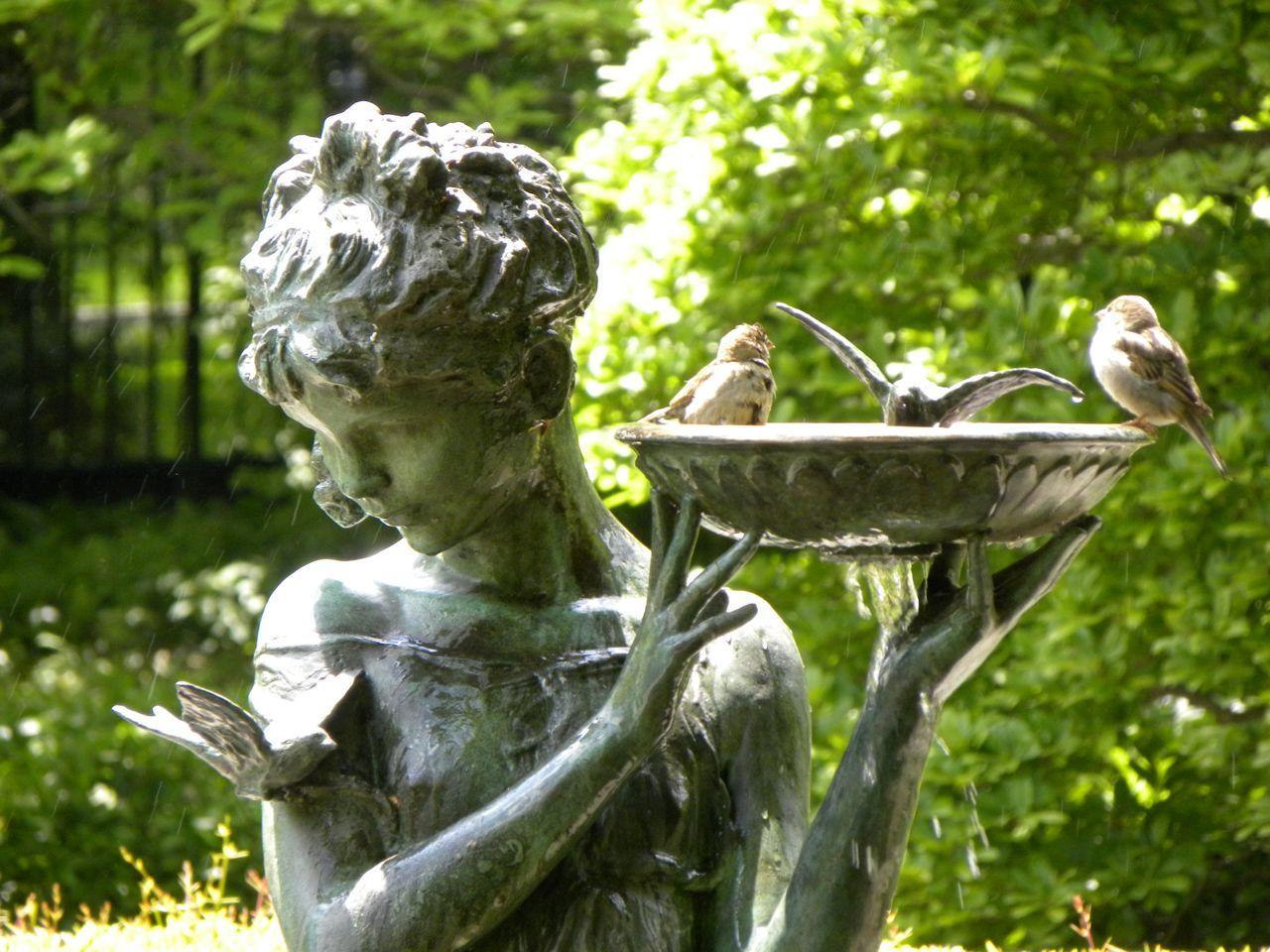 A perfect statue for my cottage garden | Gartendeko zum Kaufen ...
