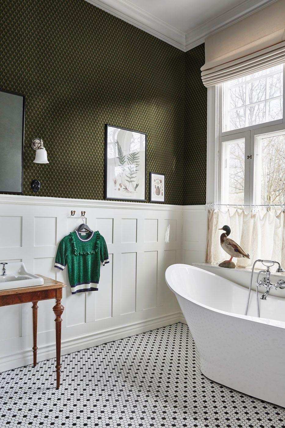 Chloé Dark Green White master bathroom, Dark green