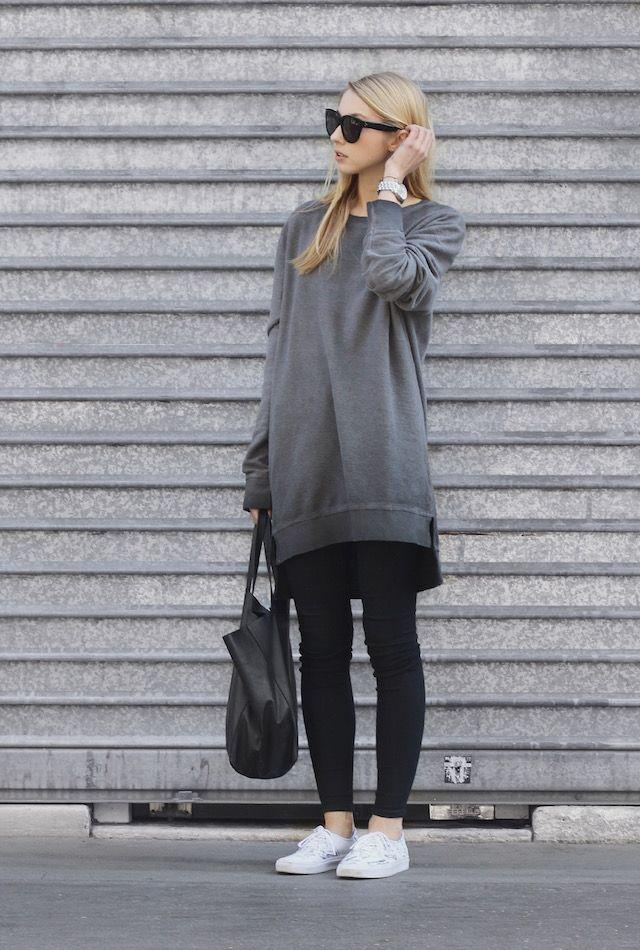 b3780525dfd This oversized  boyfriend  sweatshirt looks great with skinny black jeans  and sneakers. Via Pavlína Jágrová.Sweatshirt  H M