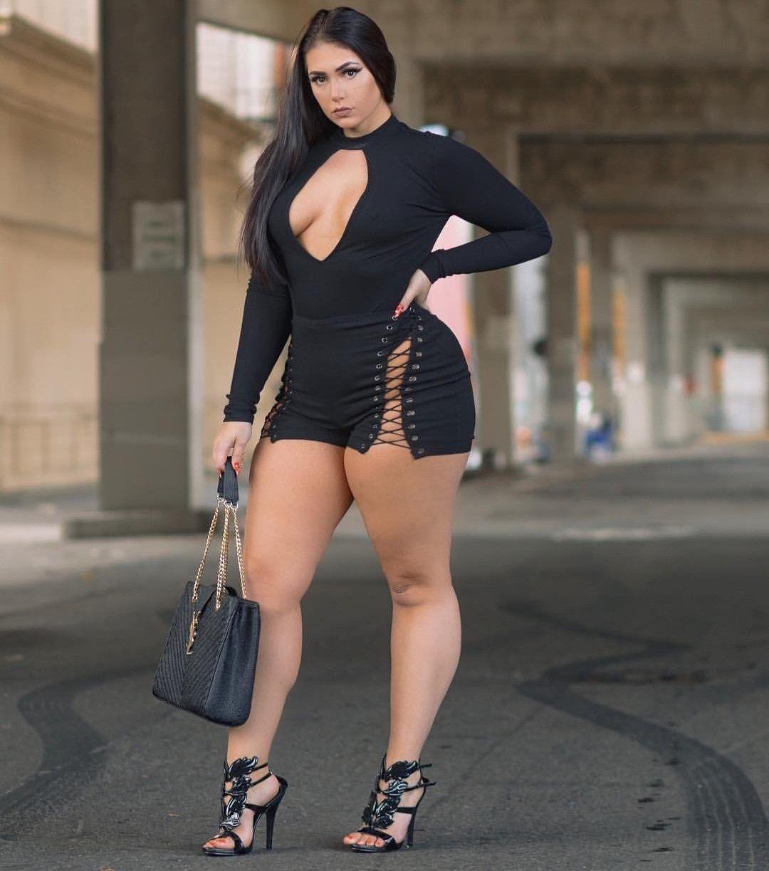 Сексуальные бедра на улице — img 12