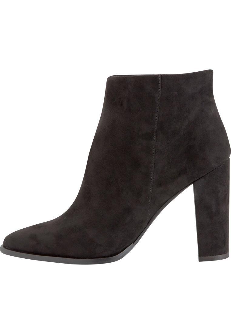 c257519b2ef Pointy Ankle Boot DJF16 fra Bianco | Tip toe | Boots, Ankle og Shoes