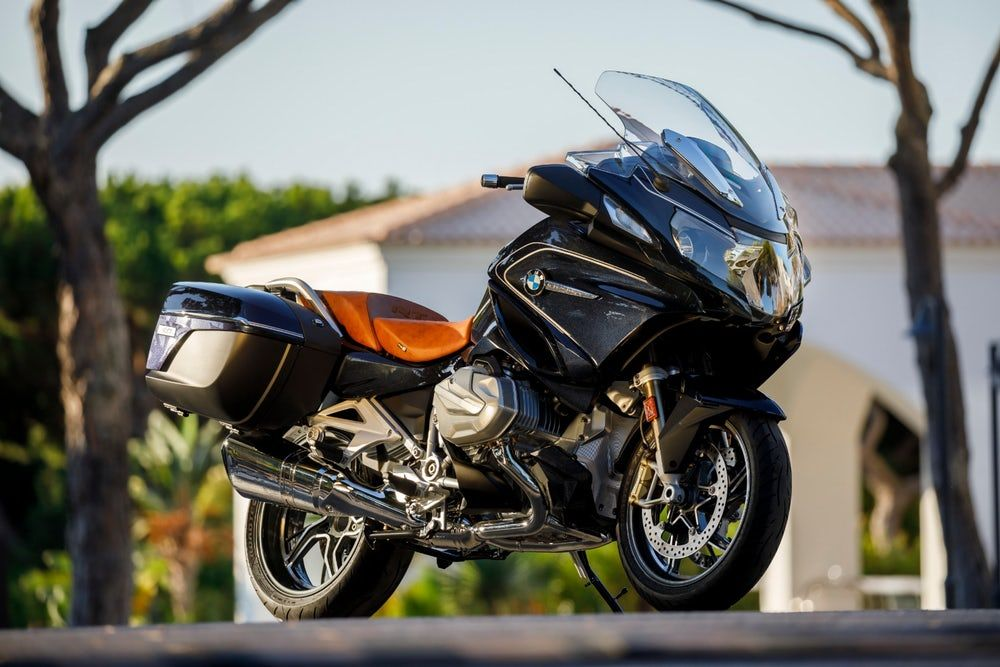 Bmw Rolls Out 2019 R 1250 Gs And Rt With Variable Valve Lift Bmw R1200rt Bmw Bmw Motorrad