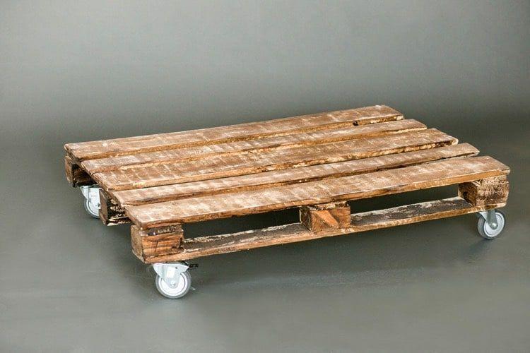 Salon Et Jardin 48 Tables Basses Originales En Palette De Bois Style Rustique Salon Et In 2020 Wood Pallet Tables Wood Pallets Pallet Table