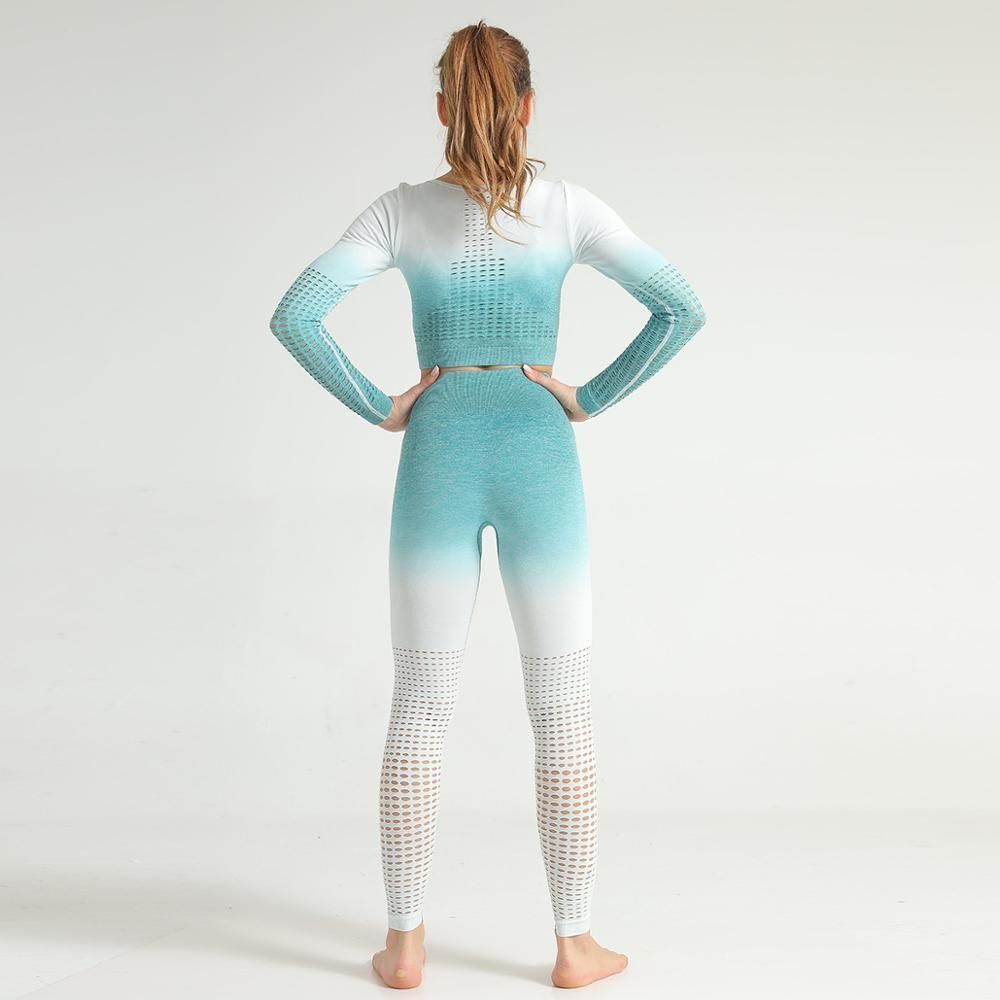 Go Get This Beautiful Gym Outfit To Take Your Fitness Game To The Next Level Complete Your New Look From Crop Top And Leggings Sportswear Women Fitness Fashion