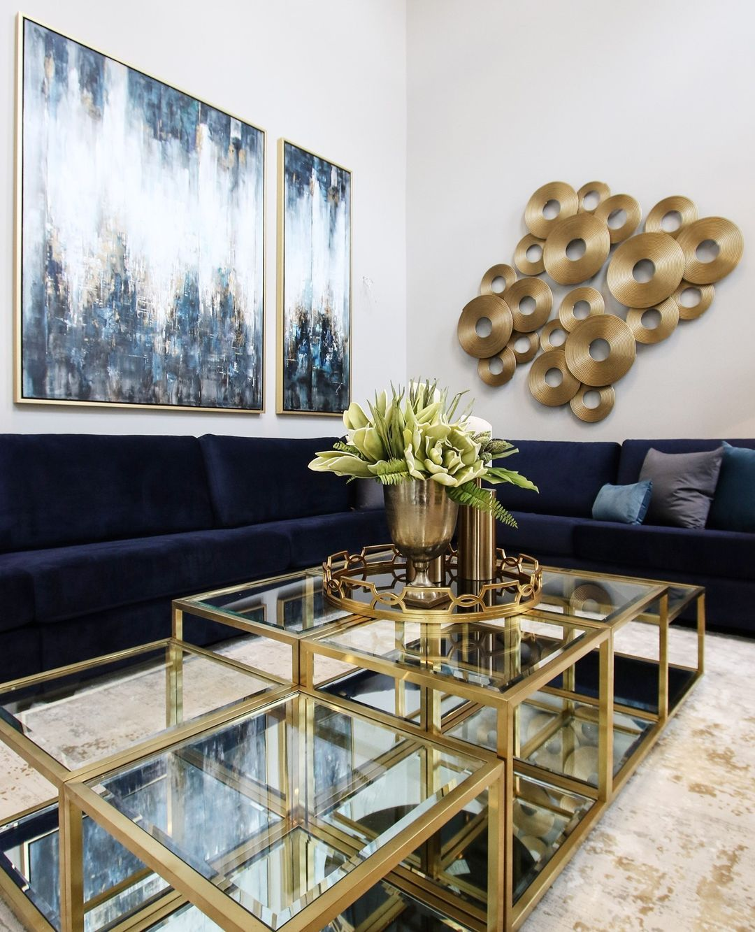 Kc Interior Design On Instagram Incorporating A Huge Sectional With Multi Level Tables Was The Perfect Solution When Design Table Interior Design Great Rooms