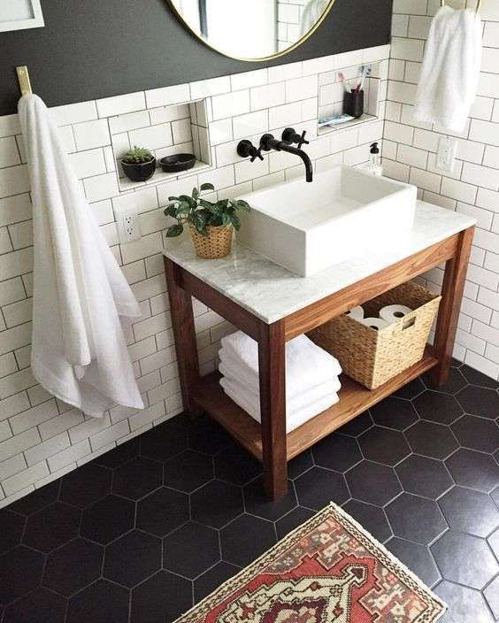 Cementine esagonali per il bagno mobili pinterest bathroom bathroom inspo e bathroom flooring - Piastrelle grigie bagno ...