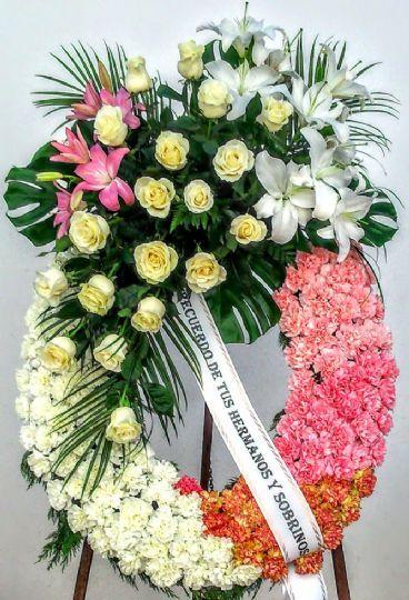 Envío De La Corona De Flores Al Tanatorio Arreglos Florales Funerarios Arreglos Funerales Bellos Arreglos Florales