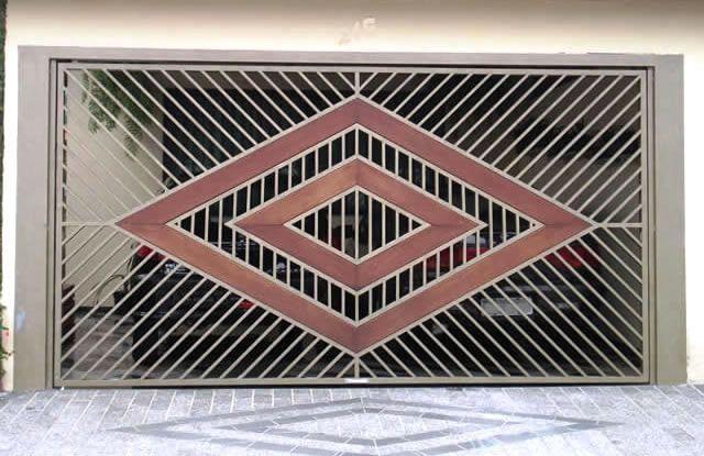 Portão Tubular Madeira EP-217 com preenchimento de metalon de aço carbono 100% galvanizado em diversos perfis. Pode conter detalhes em tubos de aço, chapa ou madeira.
