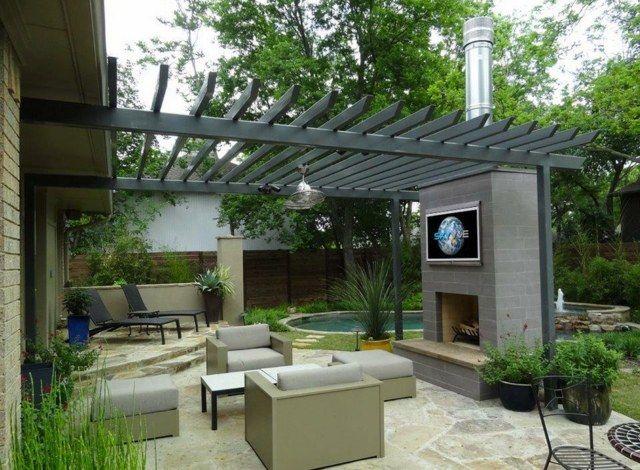 terrasse mit kamin und outdoor fernseher garten feuer. Black Bedroom Furniture Sets. Home Design Ideas
