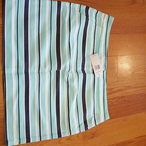 NWT Tommy Hilfiger skirt. Size 14 2 pockets in front,  2 on back side. Tommy Hilfiger Skirts Pencil