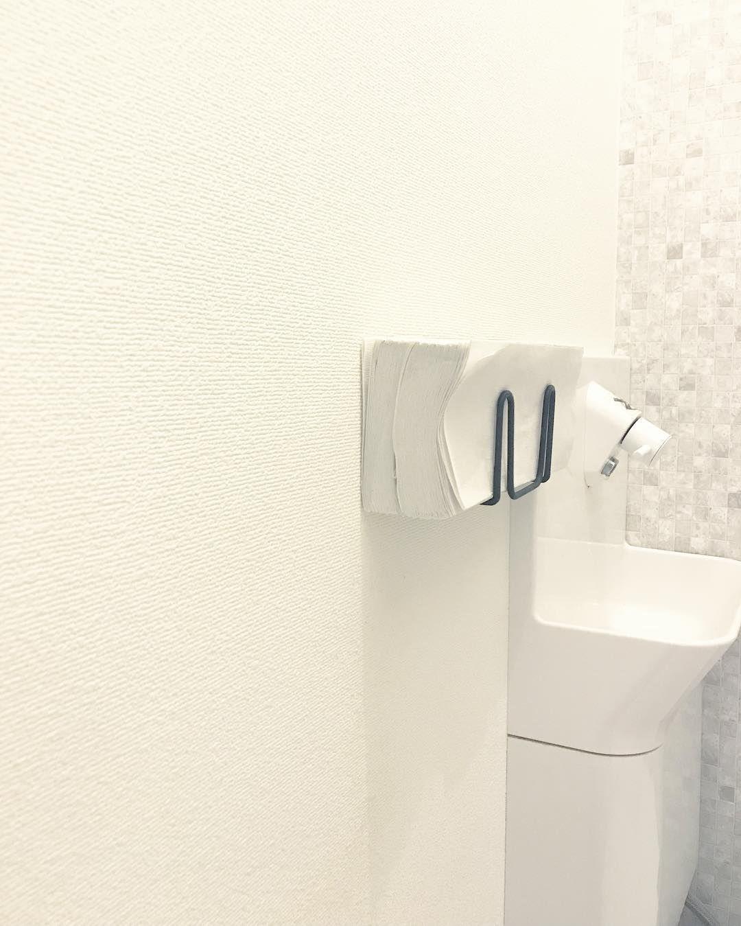 K717o Instagram 05 12 タオル やめました トイレ Toilet ペーパータオル セリア Seria ワイヤー スポンジホルダー インテリア Interior 白黒 Monotone シンプル Simple ペーパータオルホルダー スポンジホルダー タオル