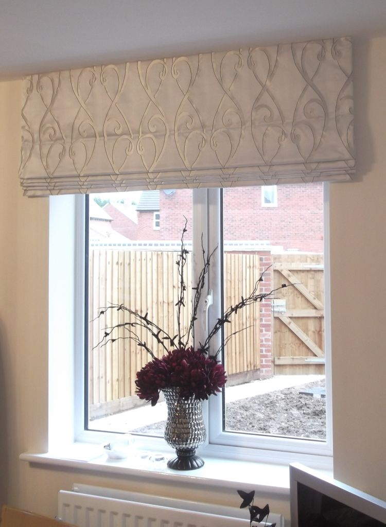 Roman Blind Outside Of The Recess Decorate Curtains In
