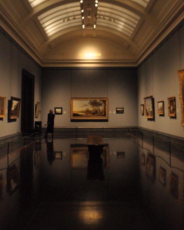The National Gallery and all it's wonders . London, England . #nationalgallery #london #reflections #tadbitblurry #artfordays #livingthelife #thisislondon