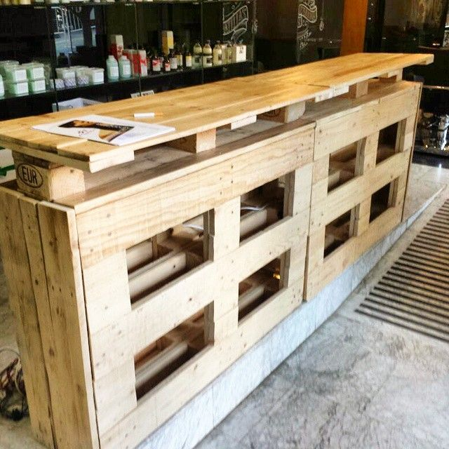 Pin de francisco en studio pinterest cantinas palets for Bar hecho de madera