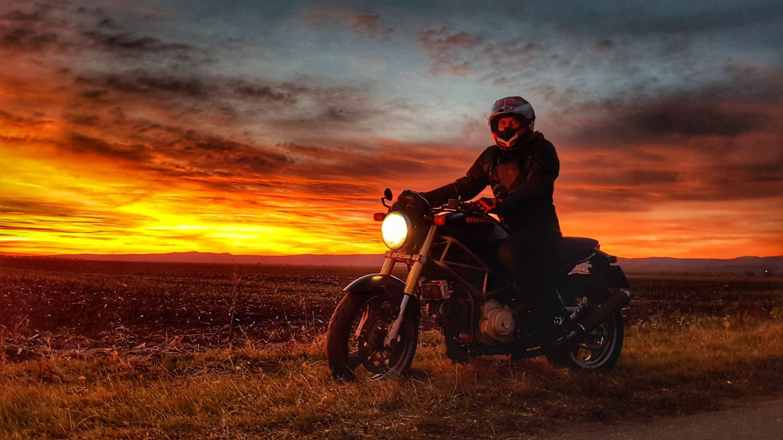 Ride Into The Sunset Motorcycles Sunset Sunsetlovers
