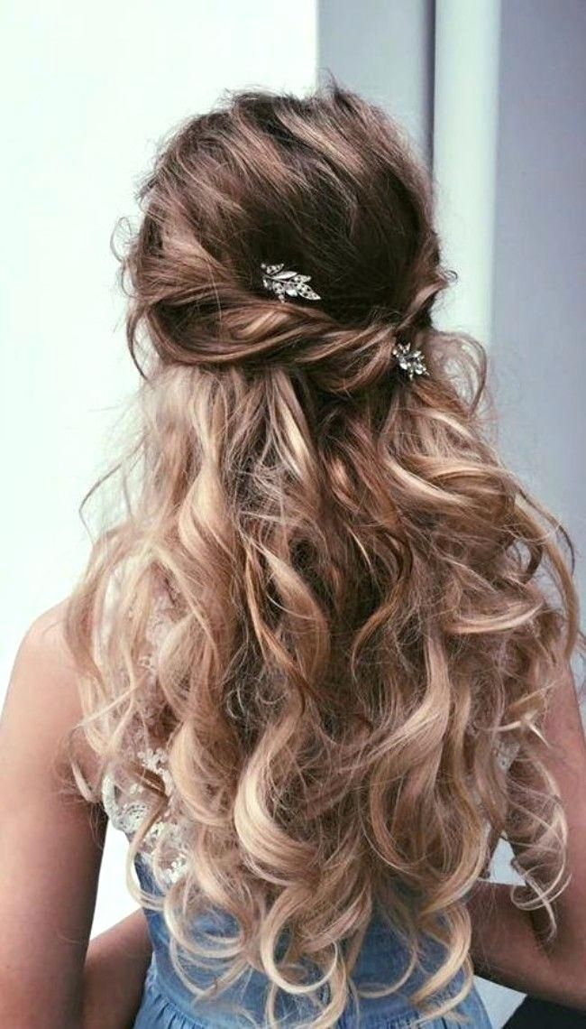 Unique Prom Hairstyles Half Up Half Down Curly Medium Hair Prom Hairstyles For Medium Leng Long Hair Styles Prom Hairstyles For Long Hair Homecoming Hairstyles
