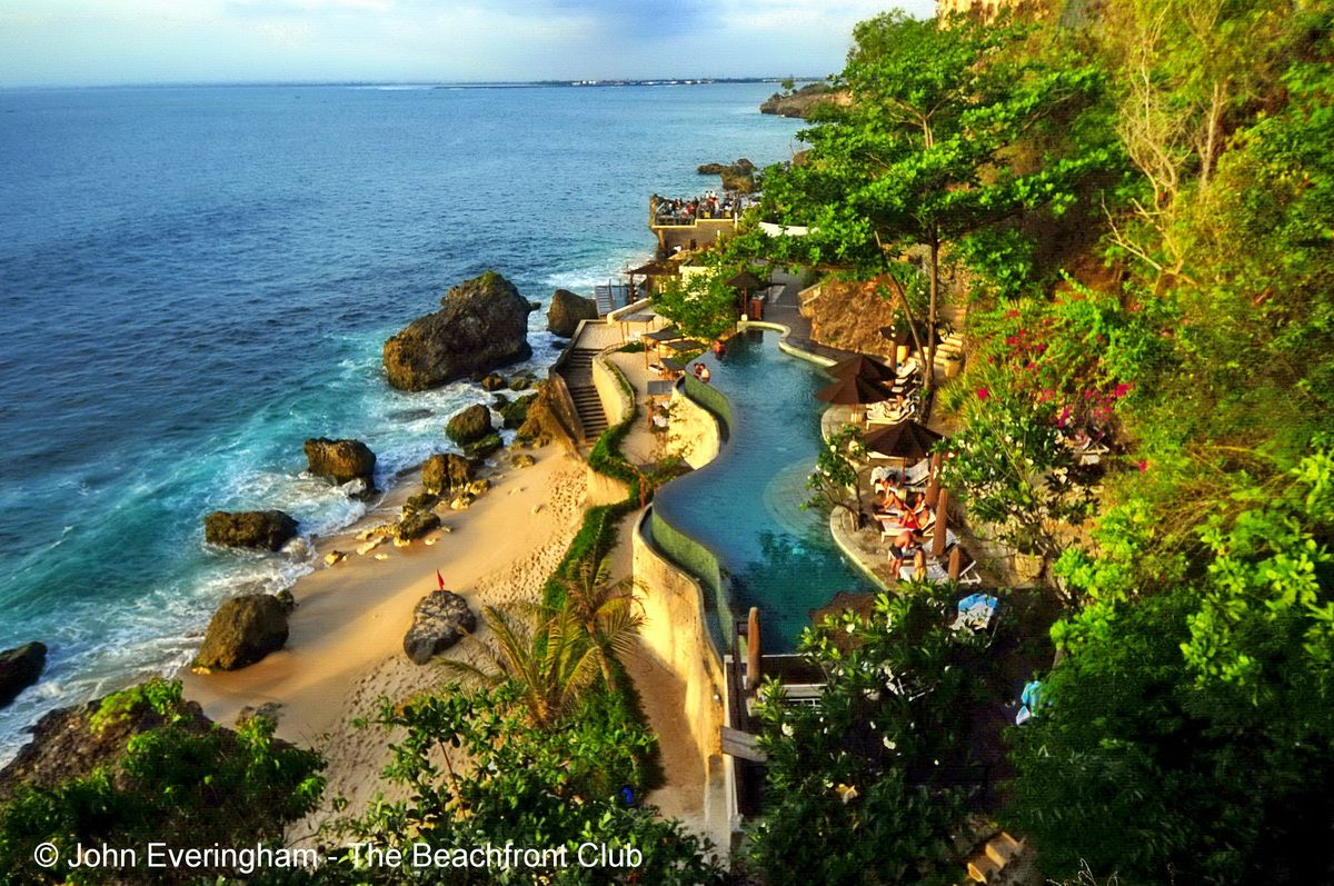 This Cliff Hugging Infinity Pool Is One Of The Most Romantic Hidden Spots On Bali At Ayana Resort Spa In Bali Resort Spa Beach Hotels Resort