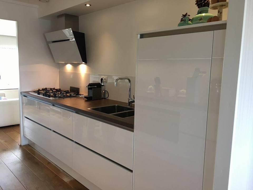 Strakke Witte Keuken : Minimalistische keukens voorbeelden inspiratie foto s voor een