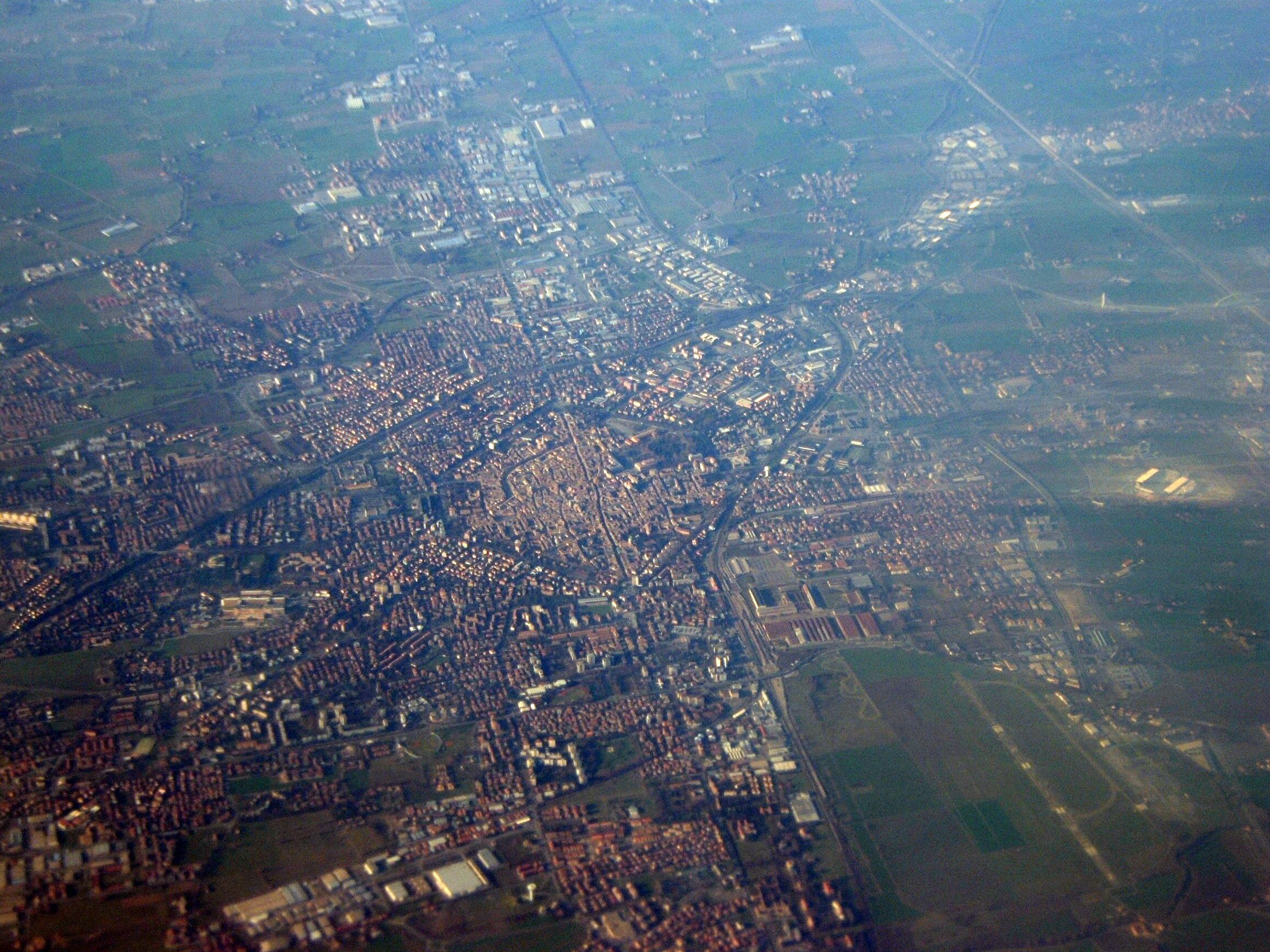 Reggio_nell'Emilia_aerial_Italy_view.jpg (2304×1728)