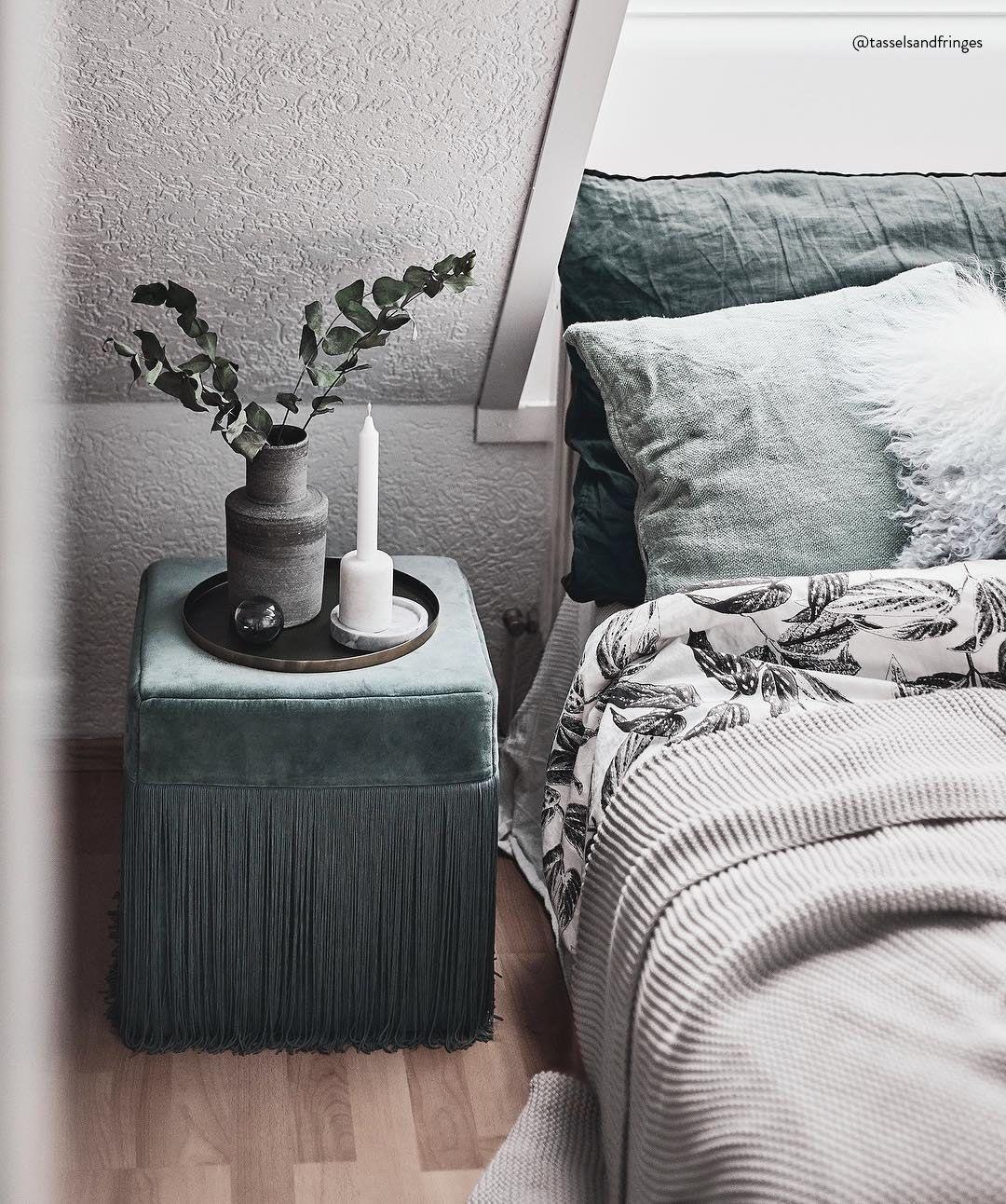We Love Fringes Macht Euch Euer Schlafzimmer Wohnzimmer Oder Badezimmer Mit Dem Trendign Fransen Hocker Alis Schlafzimmer Kerzen Teppich Skandinavisch Hocker