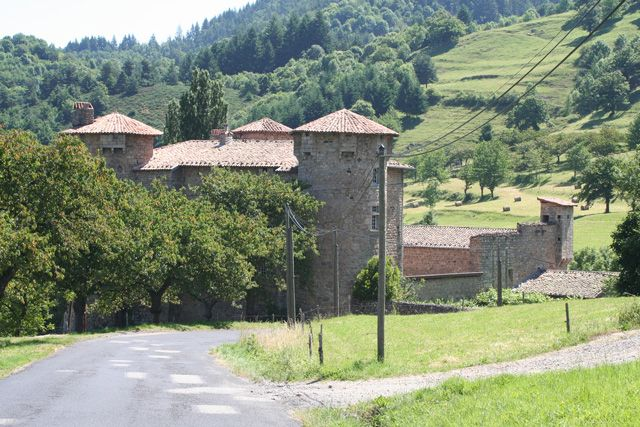 Chateau De La Motte Http Www Frenchchateau Net Chateaux Of Bourgogne Chateau De La Motte Html I P French Chateau Outdoor Outdoor Structures