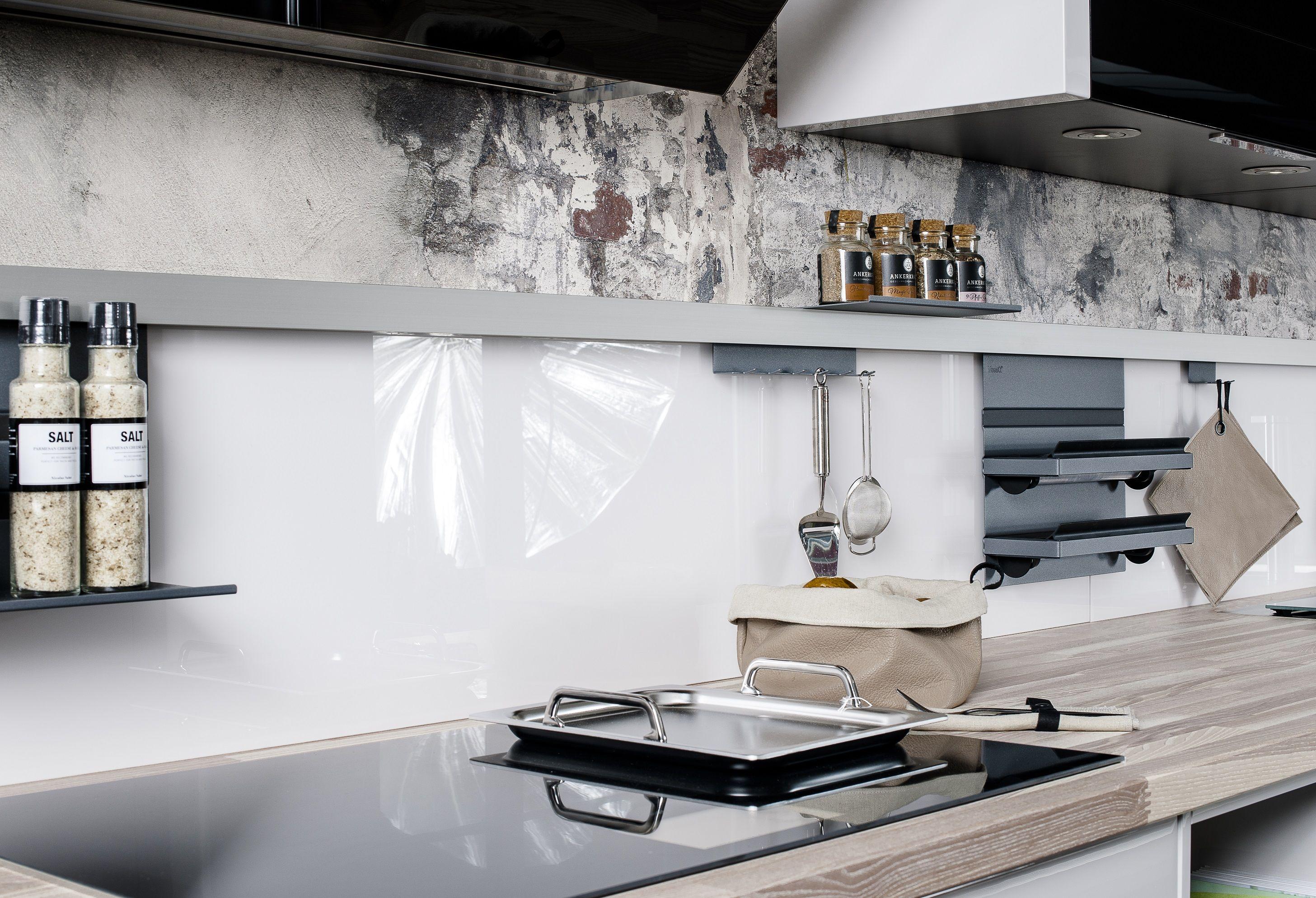 Organisationstalente Die Neuen Relingsysteme Bieten Viele Nutzungsmoglichkeiten Dranhangen Draufstellen Beleuchtung U Kuchenstudio Wohnen Kuche Planen