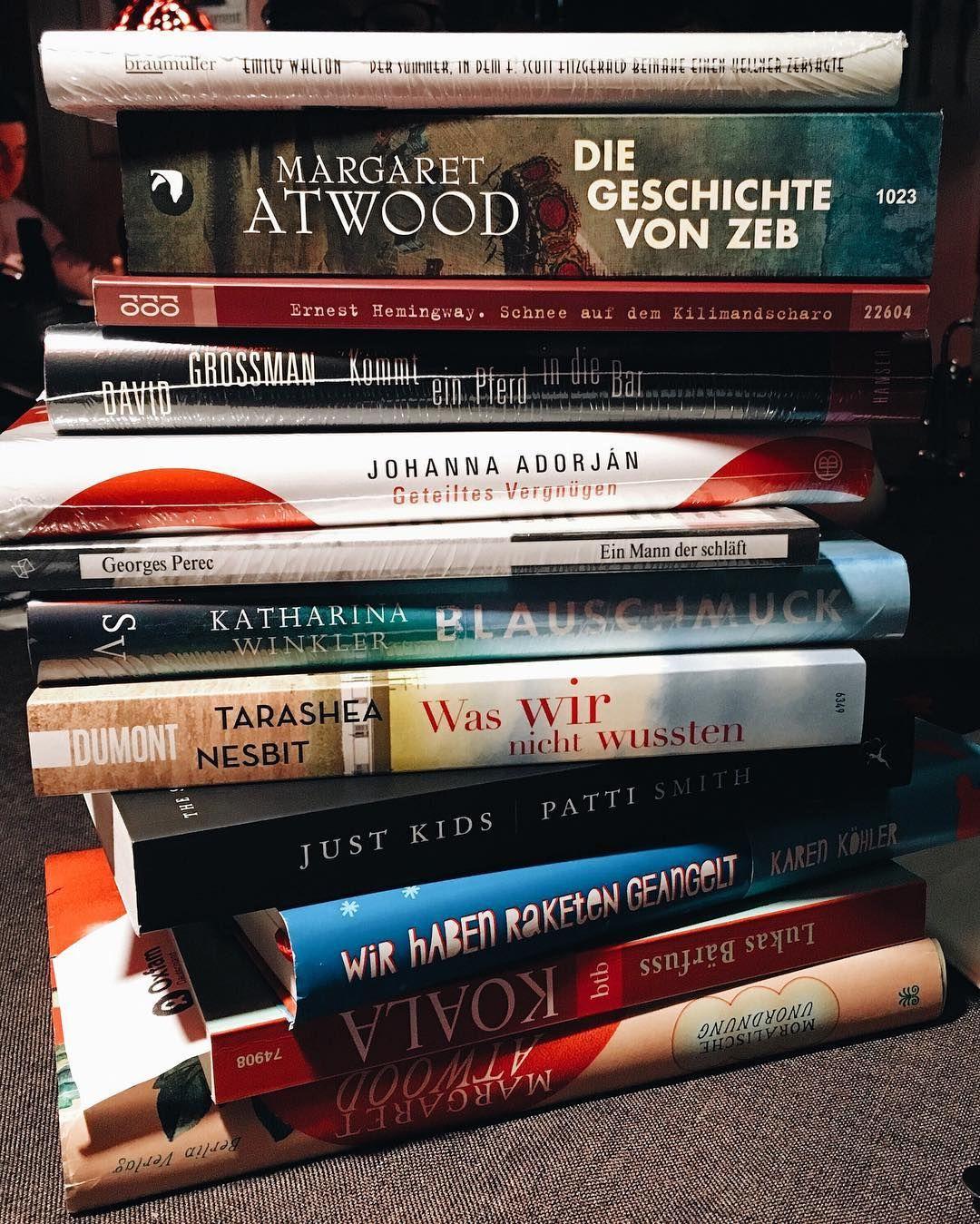 Gestern haben wir wieder einmal einen Teamausflug in die Buchhandlungen Münchens gemacht und einige Schätze gefunden, wie unser Bücherstapel zeigt. Welches der Bücher hättet ihr auch gerne in eurem Regal? 📚 #lbliest #lbshoppt #LBteam #lovelybooks #bücher #bookstagram