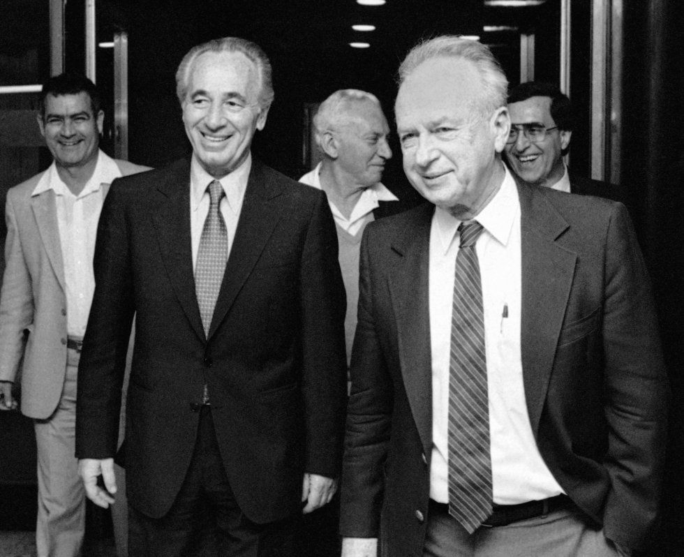 Simon Peres, izquierda, con el también líder laborista y ex primer ministro Isaac Rabin en 1984.