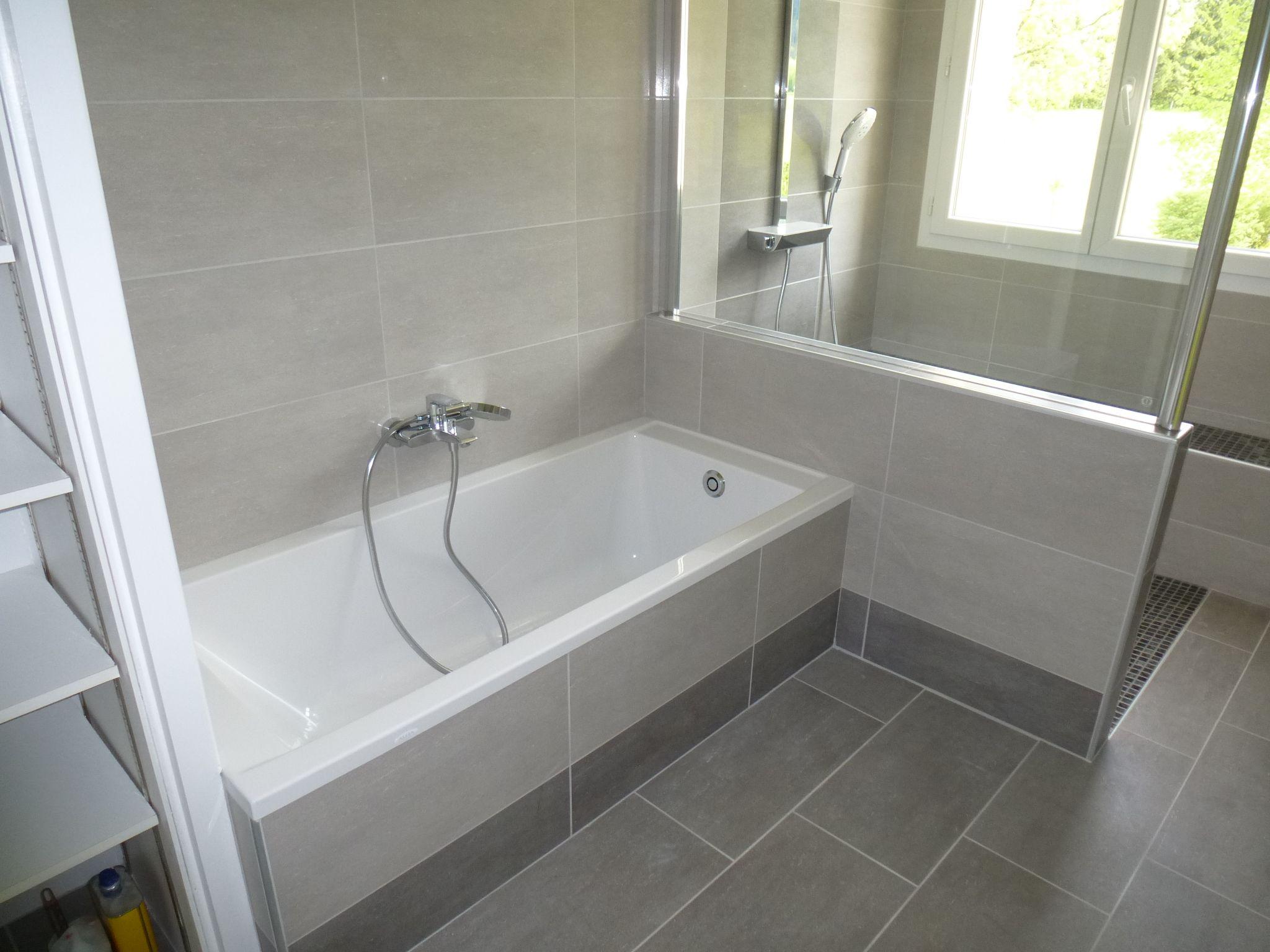 amenagement grande salle de bain rectangulaire avec toilette ...