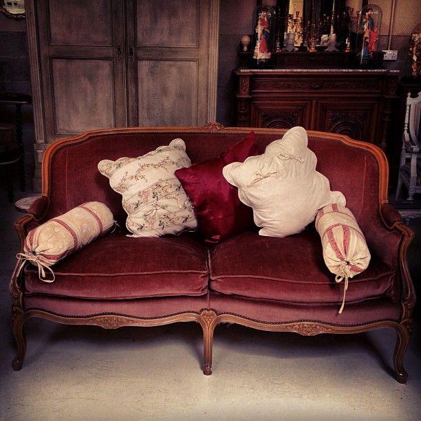 Lush Pink Velvet Vintage Sofa Frenchfinds Co Uk Corbeille