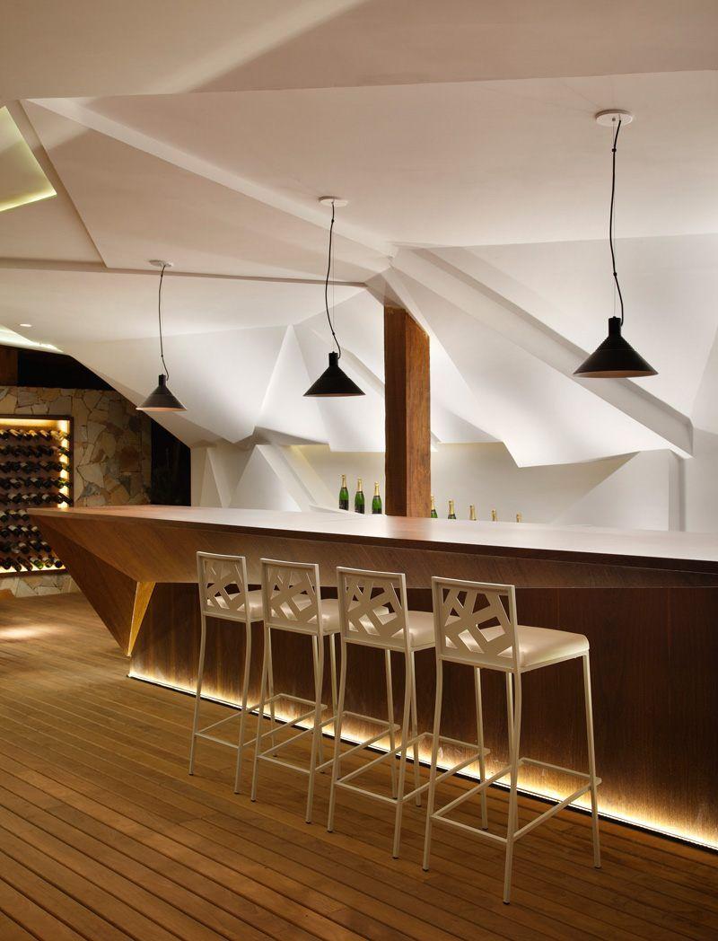 Nosotros Bar Avec Meuble Bar Design Et Mur Facette Lumineux Par Otto