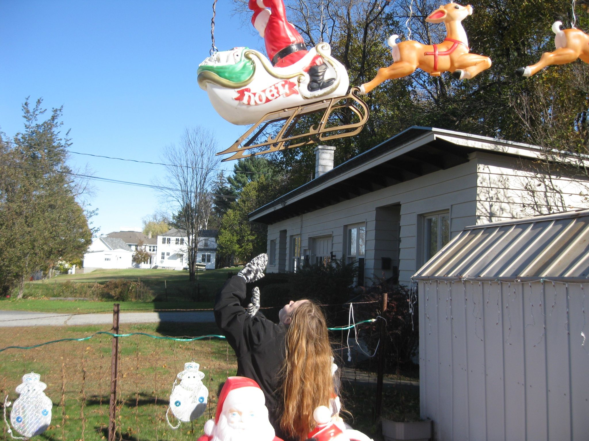 Image Result For How To Make Blow Mold Santa And Reindeer Fly Site Www Planetchristmas Com Santa And Reindeer Flying Reindeer Reindeer And Sleigh
