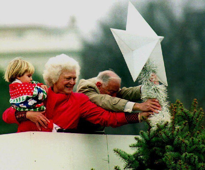 Barbara Bush, 1992 White house christmas tree, Barbara