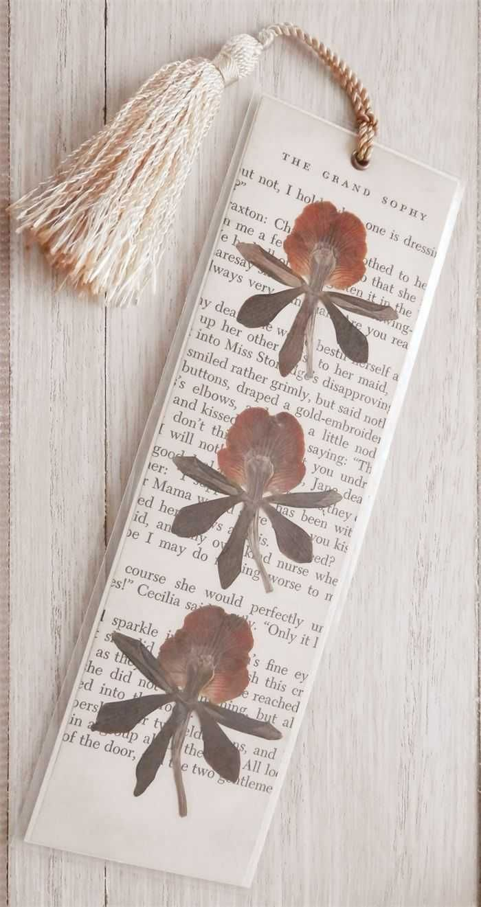 Bookmark For Printing Small Dry Flowers As Decoration A White Q Home And Decor Bookmarks Handmade Flower Bookmark How To Make Bookmarks