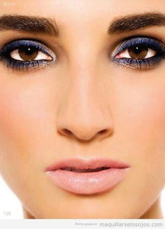 Tipo de maquillaje para vestido azul marino