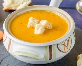 Soupe surprise light de carottes, poires et oignons