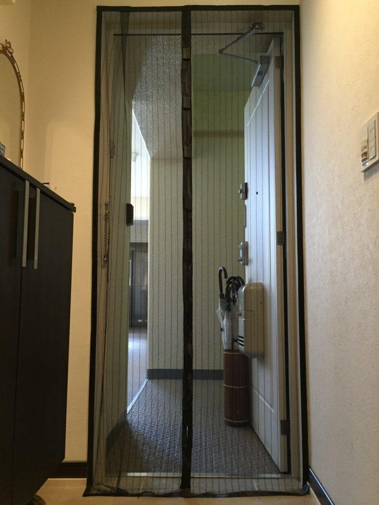 安い玄関網戸をマンション後付けで工事無し簡単取り付け方法 気に