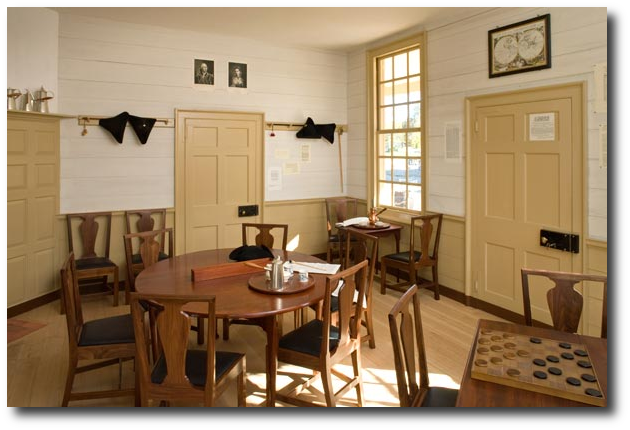 Colonial decorating | BEST NEW English Inspired Dining Sets Colonial & Primitive Decorating ...