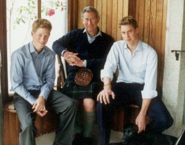 2000 prince charles christmas card - Royal Family Christmas Card