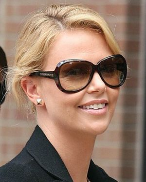Charlize Wearing Theron4Style Pins Charlize 1000 1000 Theron4Style mOvwN08n