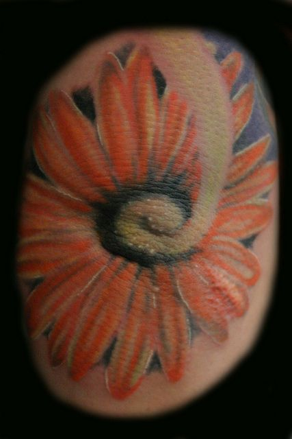 Tattoo of a daisy on the ol...  Repin